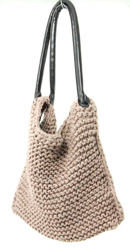 Knitted T-Shirt Yarn Bag - Free Pattern here: http://lvlyblog.com/2013/01/23/knitted-bag-tutorial/