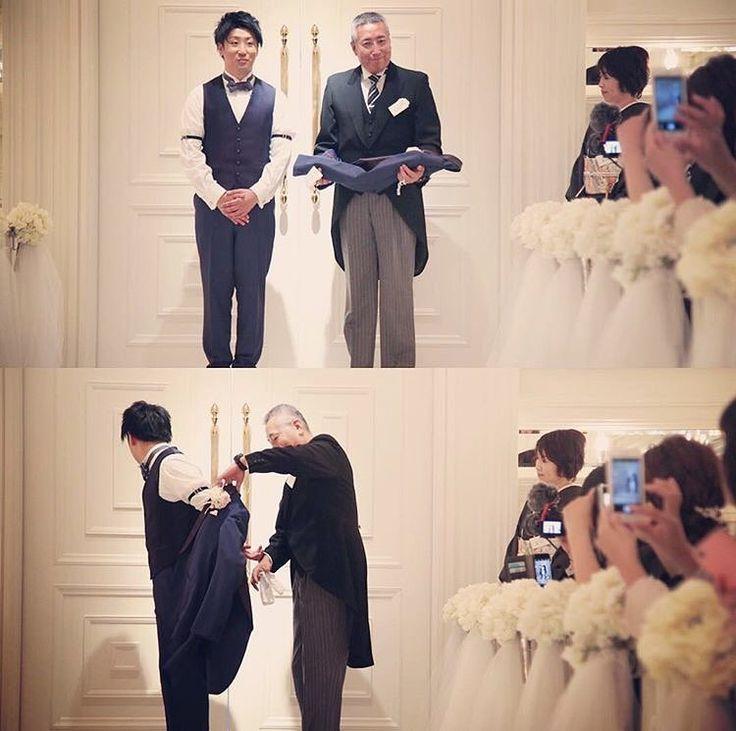 *̣̣̥◌⑅⃝♡ お父さんから新郎さんへの最後の身支度 #ジャケットセレモニー ✨ * お父さんから 「幸せになれよ、頑張れよ。」の 言葉をもらう、感動的な演出です * 花嫁さんの#ベールダウン のような#挙式演出 、 ぜひ取り入れてみてください✨ marryの記事でも紹介してます⛪️ ♡*̣̣̥◌⑅⃝ photo by @arferique_geihinkan_osaka #プレ花嫁#卒花嫁#卒花#結婚式#結婚#結婚式準備#ウェディングレポ#婚約中#婚約#プロポーズ#marry#marryxoxo