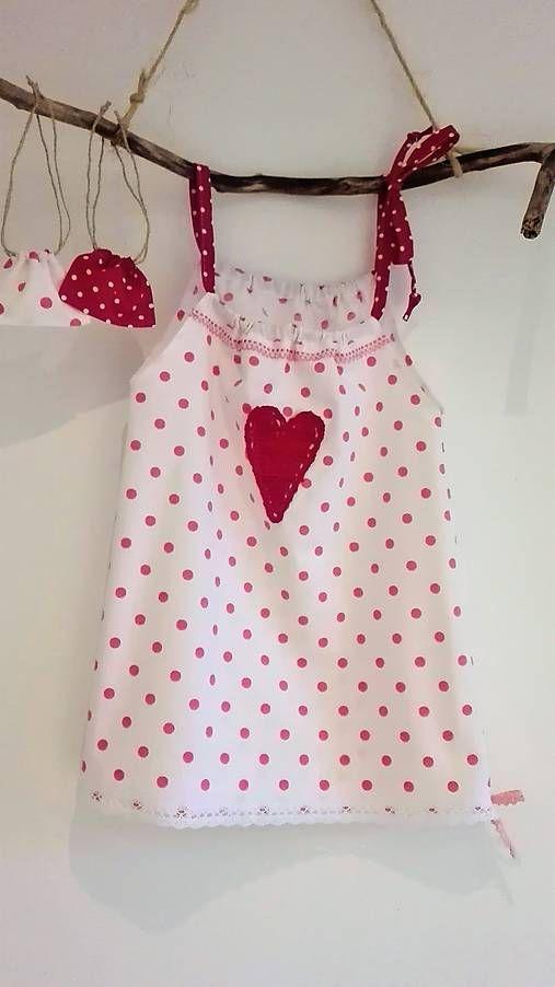 LuJo / Dievčenské bavlnené šaty s vreckom na tajomstvá- cyklámenová bodka so srdiečkom