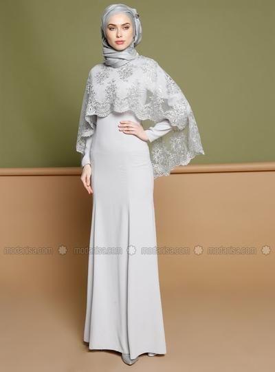 Ingin tampil fashionable dengan gaun hijab terkini saat menghadiri undangan pesta? Yuk, simak lima inspirasi gaun modern untuk para hijabers berikut ini!
