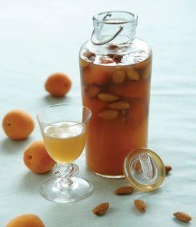 Få opskriften på likør med abrikos med Familie Journal