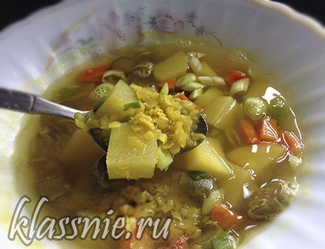 Вкусный супчик из овощей и красной чечевицы.