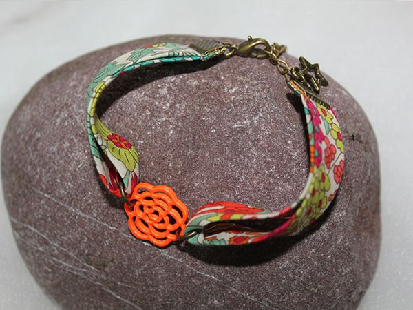 Bracelet+en+tissu+Liberty+***En+filigrane***+:+Bijoux+enfants+par+nineapasdelou