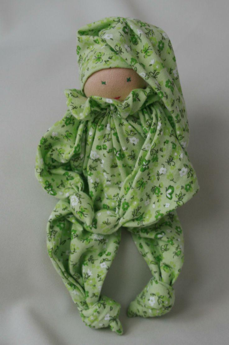 Šitá měkká panenka z úpletu. K prodeji.