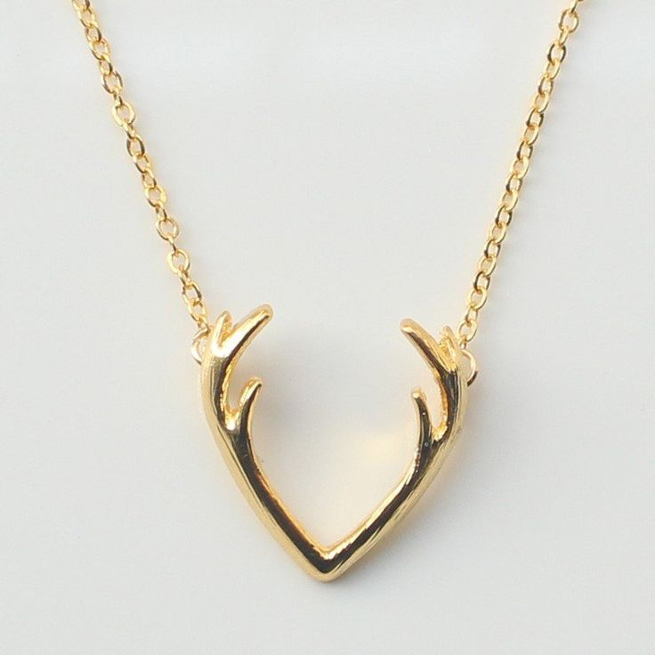 Accessorize all of your favorite wardrobe pieces with our new antler necklace. This beautiful piece was crafted with a durable zinc alloy, a material that is perfect for everyday use. Choose from gold
