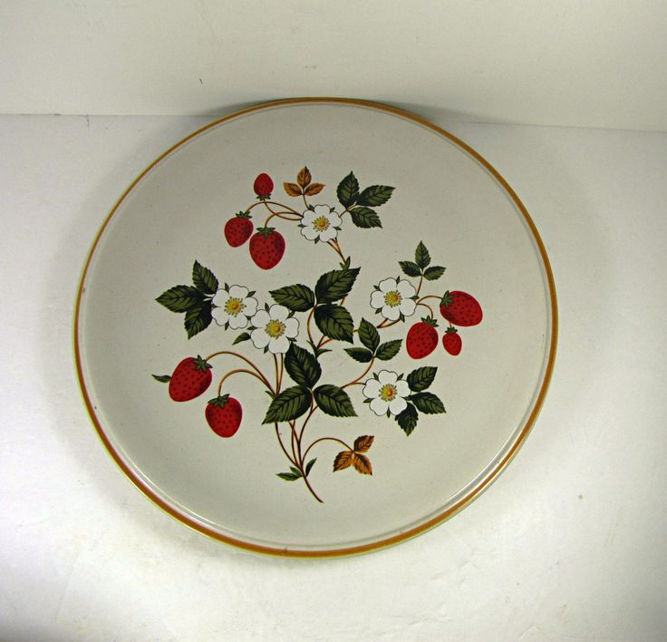 #strawberrykitchen Vintage STRAWBERRIES n CREAM DiNNER PLATE Set/2 Sheffield Strawberry Red Berry by LavenderGardenCottag on Etsy