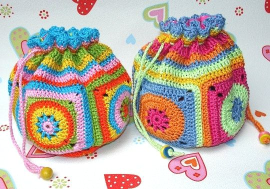 ebook/crochet pattern  crocheted pouch by ElealindaDesign on Etsy, €3.90  but it is sooo easy to make it yourself just using any granny square pattern you like