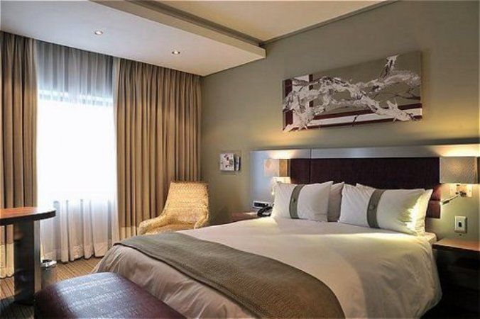 Holiday Inn Rosebank - Holiday Inn Johannesburg Rosebank is conveniently situated for the business and leisure traveller and a mere 30 minutes from OR Tambo International Airport.  It adjoins The Zone shopping centre with convenience ... #weekendgetaways #johannesburg #centralgauteng #southafrica