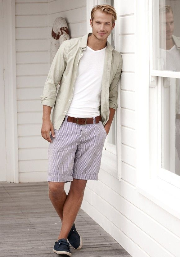 Aaron Bruckner men's casual summer style, shorts & tee