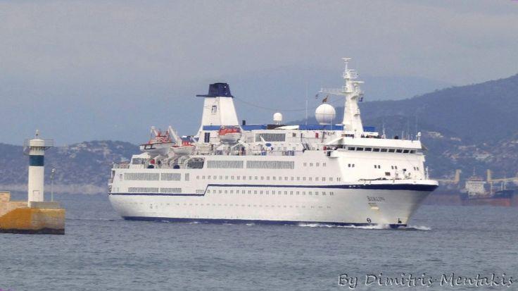 Berlin. Ιδιοκτησία: Berlin Shipping Ltd. Διαχείρηση: FTI Cruises. Ονόματα: Princess Masuhri 1982 ~ 1984. Orange Melody 2005. Spirit of Adventure 2006 ~ 2012. 2012 up now today's name. Σε υπηρεσία από 12/01/1980. 9.570GT. 7 κατ/τα. 139,30 μ.μ.. 17,50 μ.πλ.. 18KNOTS. 420 επ. 180 ατ.πλ.