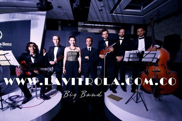 Así somos los músicos de LA VITROLA, jóvenes, talentosos y profesionales. Hacemos de tu Boda el día mas especial de tu vida.