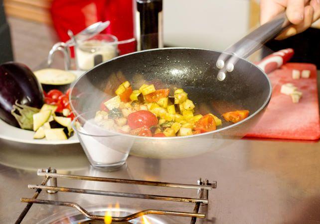 A ciência da cozinha: o que é e como saltear alimentos | Blog Minerva