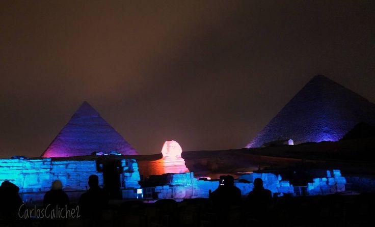 Noche de colores #Colorful #night      #greatsphinxofgiza #gizah #egypt #egipto #pyramids #colors #Cat #love #travelling #travel #travelphotography #mytravelgram #beautiful