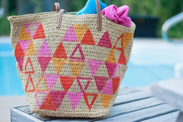 DIY painted beach bag, you could also do this with chevron!: Beach Totes, Beaches, Craft, Painted Beach, Diy'S, Diy Bags, Beach Bags, Tote Bags