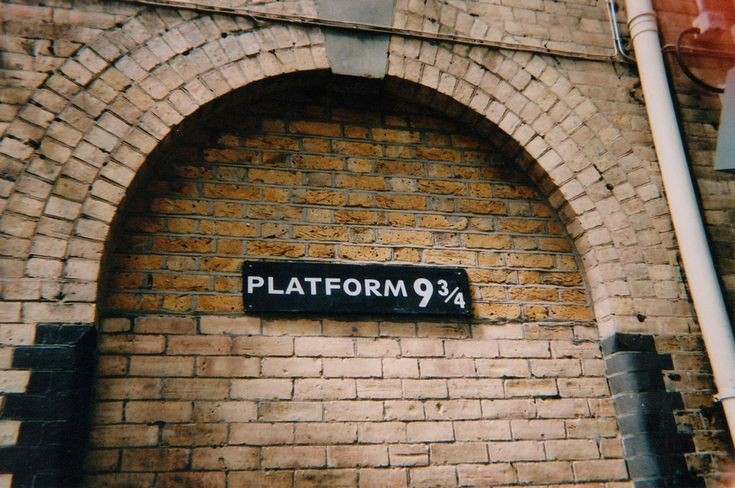 platform 9 3/4   Book wallpaper, Desktop wallpaper, Wallpaper