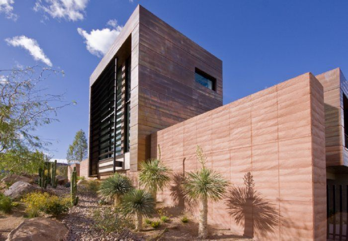 Copper House Las Vagas, Nevada. The upper level is supported on rammed Architects: assemblageSTUDIO.