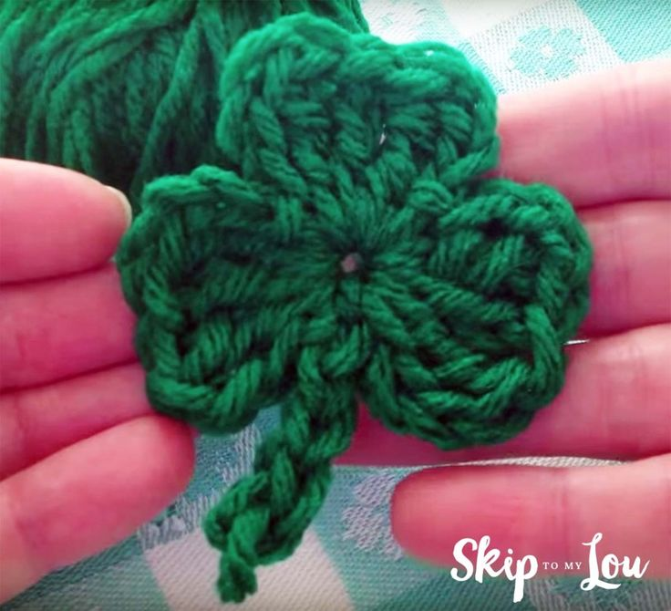 In just a few minutes you can whip up this freecrochet shamrock for St Patrick's Day! Turn these little clovers into pins or cute littlehair clips. From MichaelsMakers Skip To My Lou