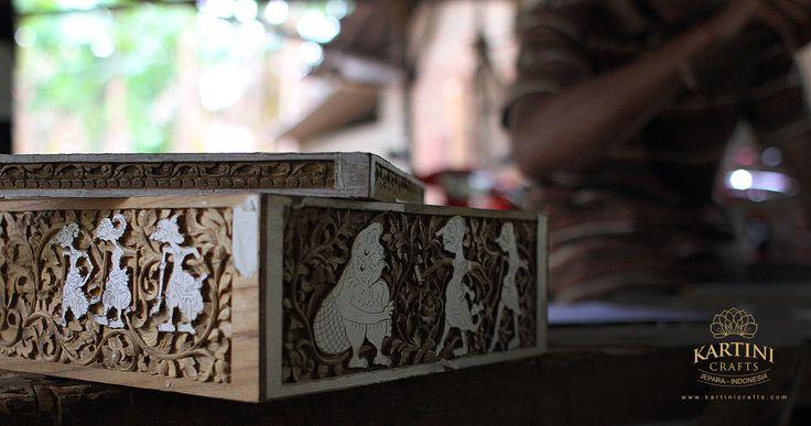 kerajinan-seni-ukir-kayu-kartini-jepara-kayu-jati-kuno-japara