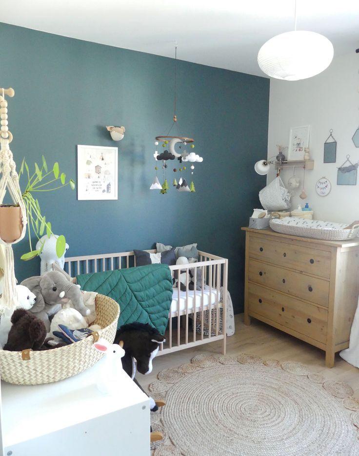 chambre de bébé garçon gris bleu et vert, inspiration scandinave, mixte, neutre et chaleureuse. Lit Ikea