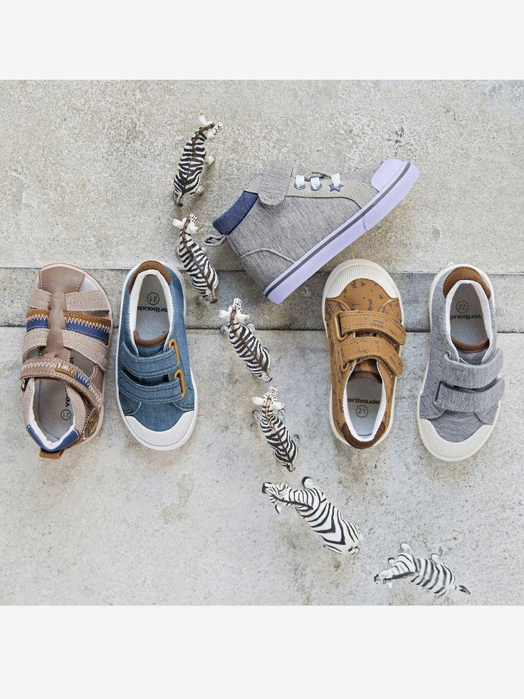 Ces baskets vont enchanter les petits pieds ! Pratiques avec leurs pattes auto-agrippantes... Un bon début pour apprendre à se chausser tout seul !