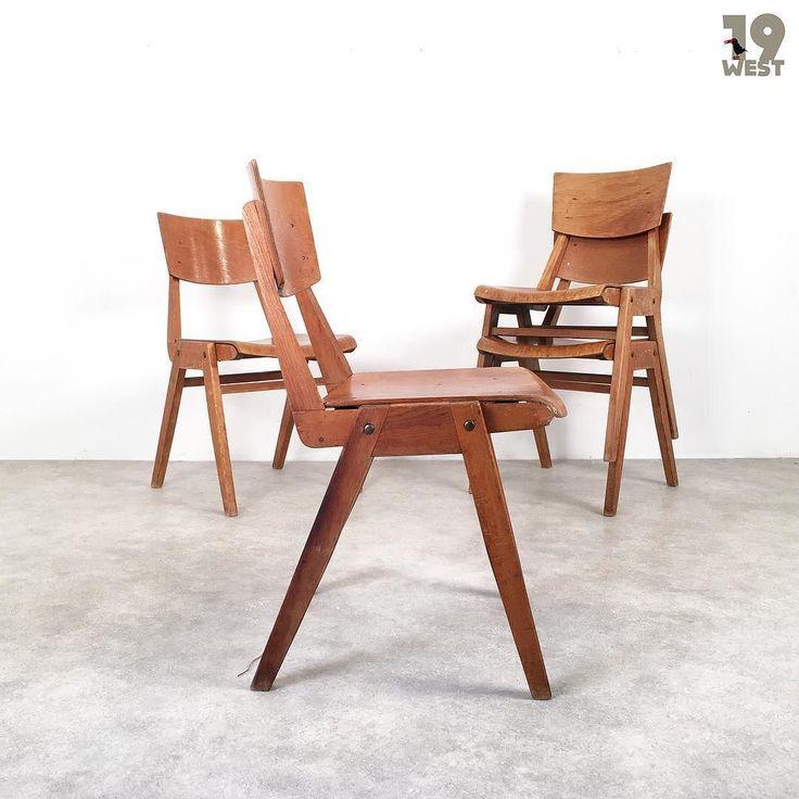 Neu bei 19 West Furniture: Vier Stapelstühle aus den 1950er Jahren. www.19west.de #19west #vintage #furniture #chairs #fifties #design