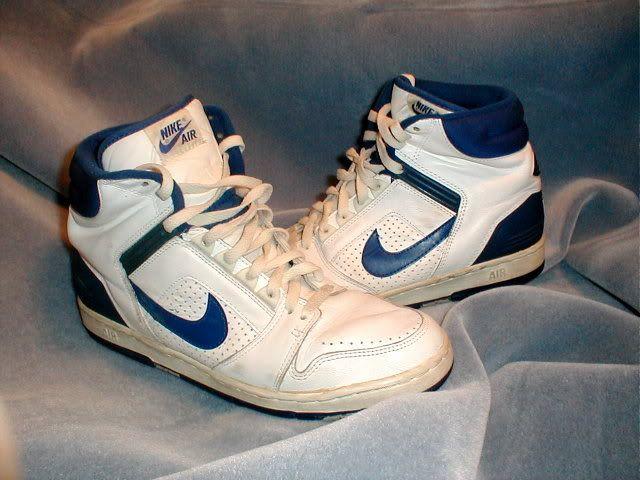 1984-85 Nike Air Basketball Gympen. Als je deze niet had.....dan viel je buiten de boot! En daarbij hoorde hoge Nike voetbalsokken en een hoogwater Jeans (Ball).