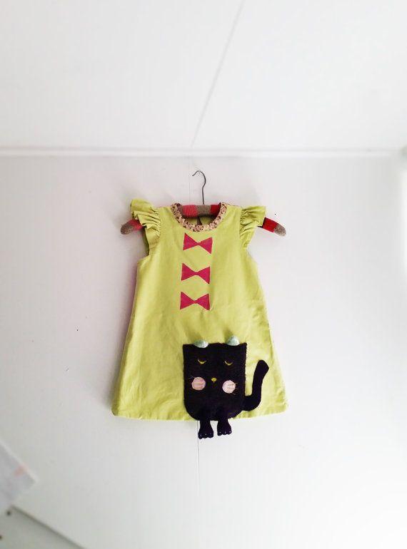 Cat Dress Girls Cat Dress Girls Dress Upcycled by MevrouwHartman Green Dress, Girls play dress, Funny Dress, Funn Dress https://www.etsy.com/shop/MevrouwHartman  http://www.mevrouwhartman.nl/