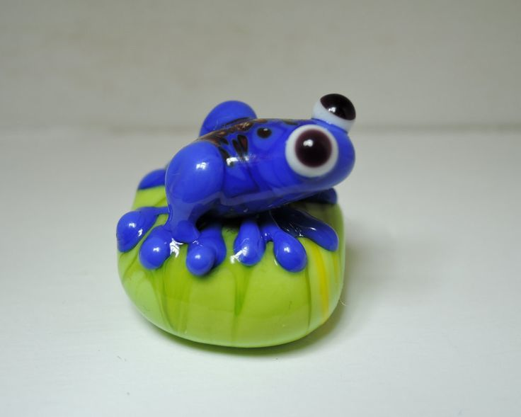 Cute little bright blue frog on green glass lampwork bead...plus 3 extra matching green beads. by BdazzledJewellery on Etsy