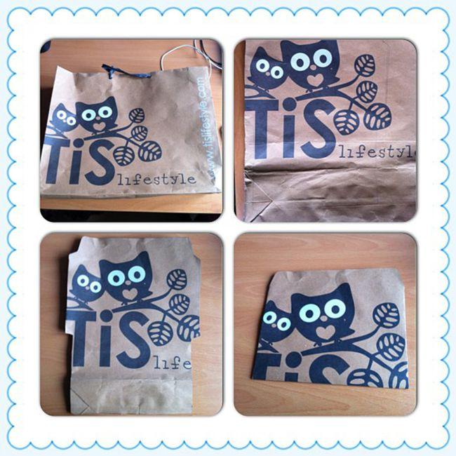Hier is een leuke tip van Iris !   Je neemt een leuke oude papieren tas (in dit geval van de superleuke winkel ). Met een enveloppenmal teke...