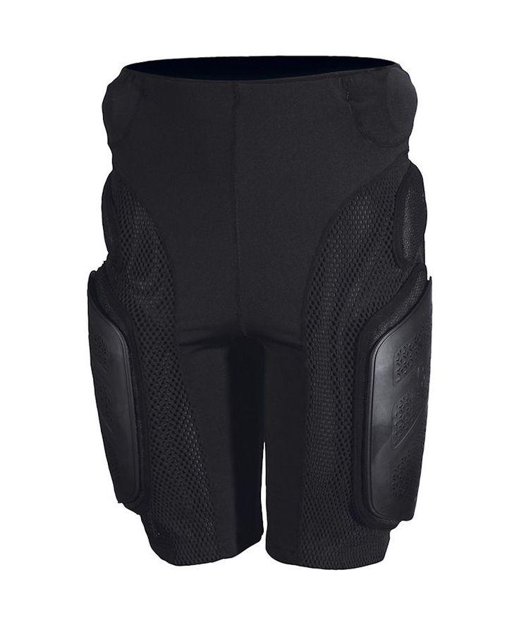Scott D30 Impact Protection Short Heren Zwart  Description: Deze protector is een comfortabel te dragen boxershort met zachte geperforeerde bekleding en bescherm kussens met plastic platen voor de bovenbenen en een speciaal stuitbeen kussen.  Price: 79.00  Meer informatie