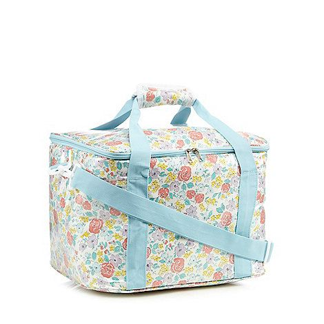From At home by Ashley Thomas, this cool bag is a must-have for the coming season. Perfect for picnics, it is finished in cream with a vintage-inspired floral print and light blue detailing.