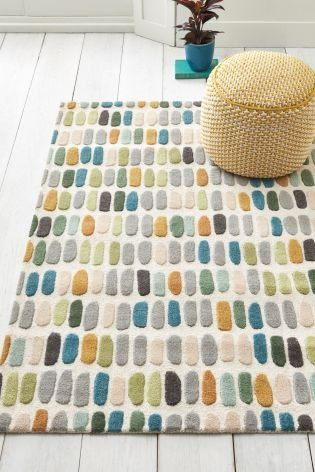 Let the gamut of colours spread brightness into your home this spring! Our multicoloured rug exudes warmth and an inviting look.