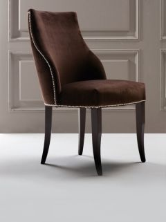 World class luxurious studded velvet chair #diningchairs #velvetchair #chairdesign comfortable chair, side chair, upholstered chairs | See more at http://modernchairs.eu