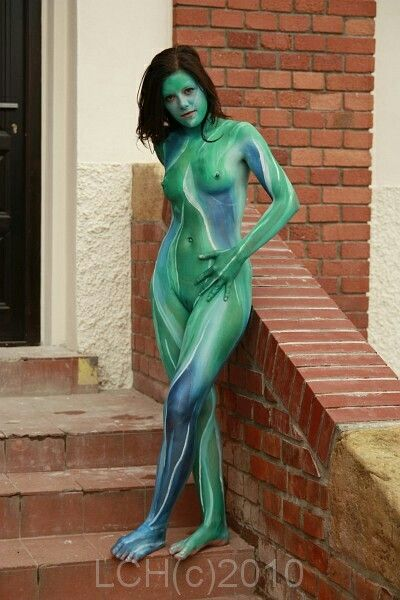 Body painting in public 2
