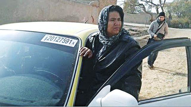 Sara Bahayi Pengemudi Taksi Perempuan Pertama di Afghanistan | Majalah Kartini