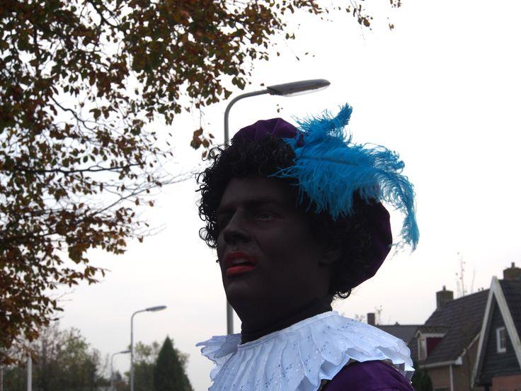 een Echte Zwarte Piet in Surhuisterveen. Super.