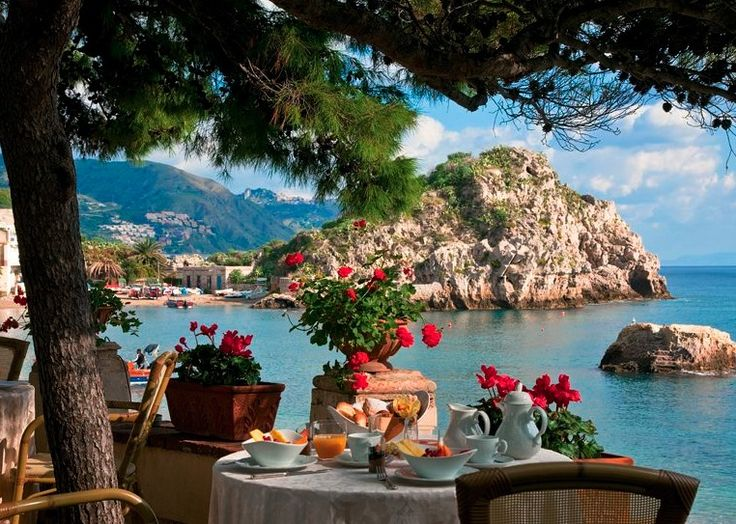 Dining over the Bay of Mazzarò at Villa Sant' Andrea, Sicily, Italy. http://www.kiwicollection.com/hotel-detail/villa-sant-andrea