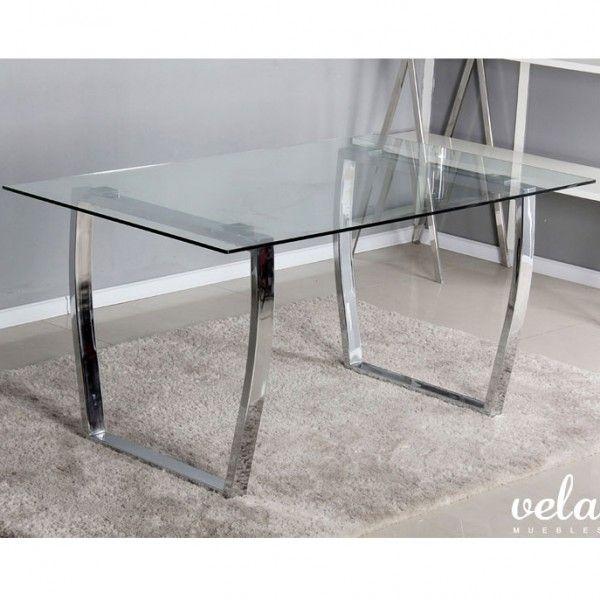 Mesa para comedor fija con cristal transparente templado de 10mm y patas cromadas. Las patas se componen de dos marcos en forma de rectángulo y patas curvas.