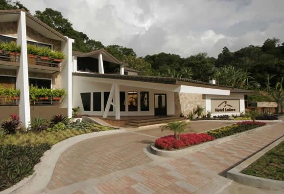 Hotel Ladera is surrounded by several touristic highlights and laid-back, safe streets