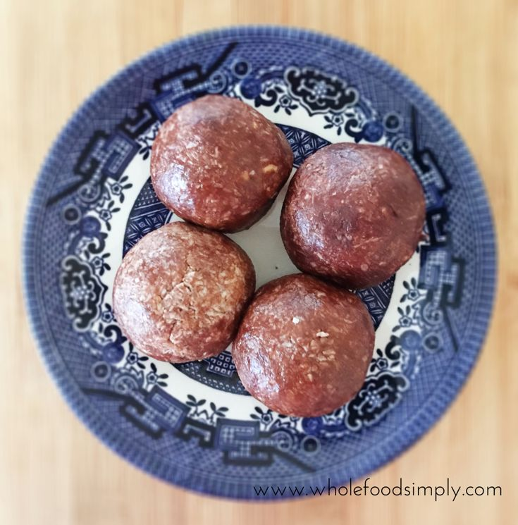 4 Ingredient No Blend Bliss Balls ~ Wholefood Simply. Free from gluten, grains, dairy, egg, refined sugar and with a nut free version.
