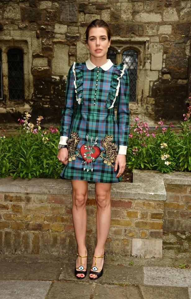 En su calidad de embajadora de la firma Gucci, Carlota Casiraghi no pudo ni quiso perderse el desfile Crucero 2017 que los responsables de Gucci en...