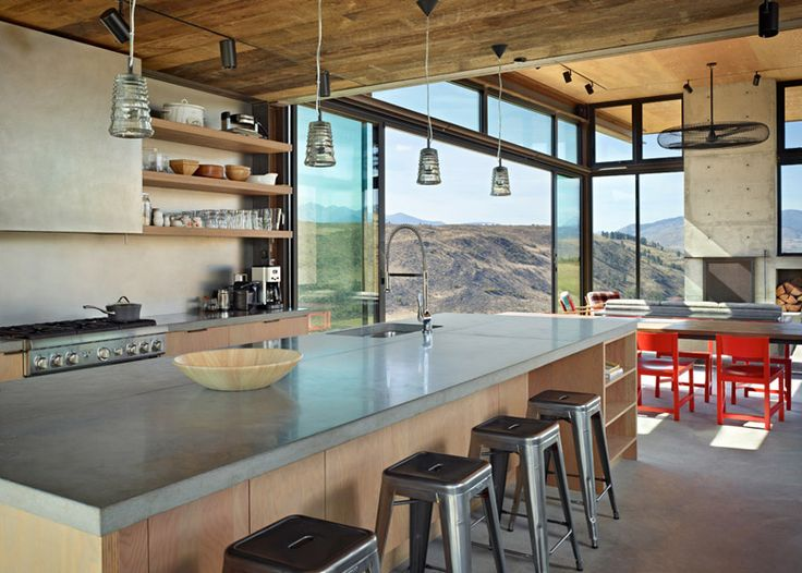 Tom Kundig's Studhorse is a rural retreat for both snowy winters and scorching summers.