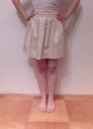 Kupuj mé předměty na #vinted http://www.vinted.cz/damske-obleceni/midi-sukne/15956626-pekna-nude-sukne-nad-kolena