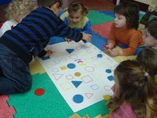 P3. Jocs matemàtics: Primeres incursions amb BLOCS LÒGICS amb els més petits.  Per a jugar en petit grup (uns 6 nens)