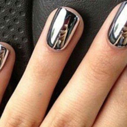 Mirror nails, guardarsi allo specchio nelle unghie