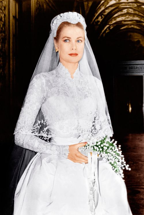 dosesofgrace:  dentelle-et-diademes:  Grace Kelly's wedding dress designed by Helen Rose  dosesofgrace: Beautiful colorized version!  Stunni...