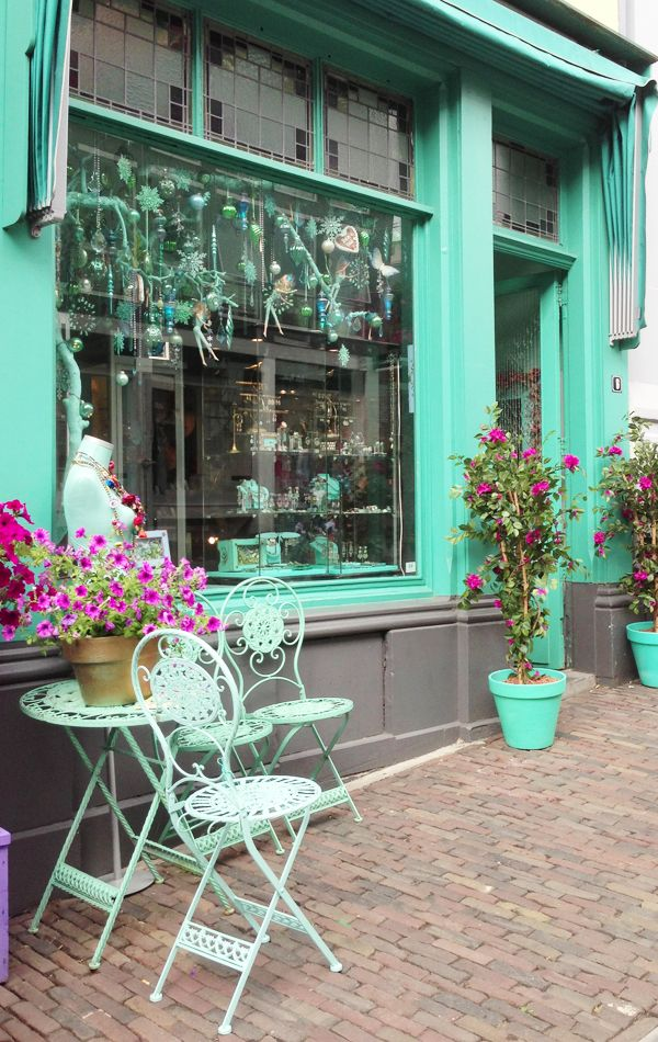 Vintage style shop front in Mint - For more outside vintage shop front inspiration follow my board by Anthi Leoni