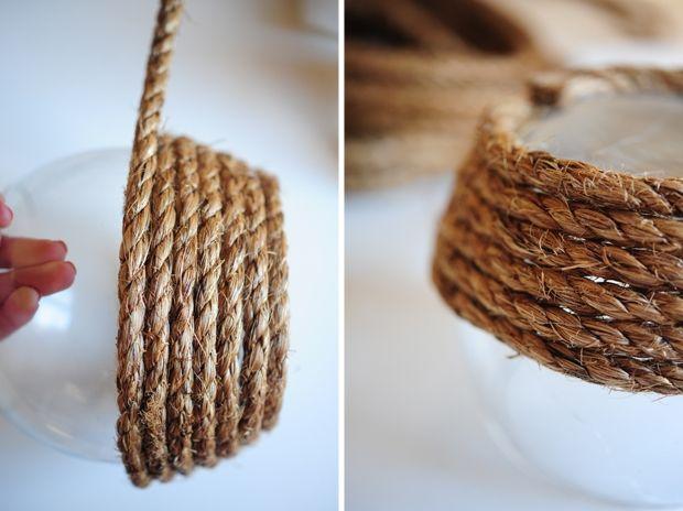 Wat een schatje hè, deze vaas van touw? In een paar gemakkelijke stappen maak je hem zelf. Benodigdheden: - lijmpistool
