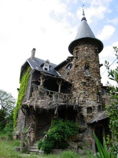 creepy old house. Love the turret!: Haunted House, Castles, France, Harry Potter, The Burrowing, Places, Abandoned House, Stones House, Fairies Tales