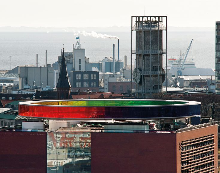On the roof of ARoS Aarhus Art Museum you can visit Your rainbow panorama and here you can move around in a 150 meter long, circular panoramic path with 360º views of the surrounding city.